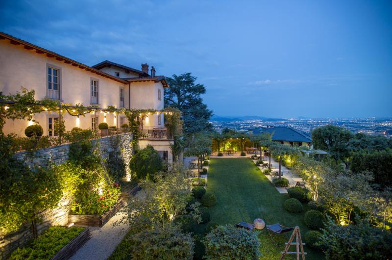 Urokliwy hotel w Bergamo oświetlony produktami marki Platek